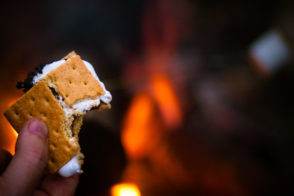 how to make s'mores on campfire